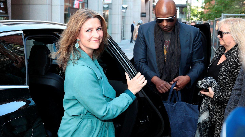 Marta Luisa y Durek Verret en Londres. (Reuters)