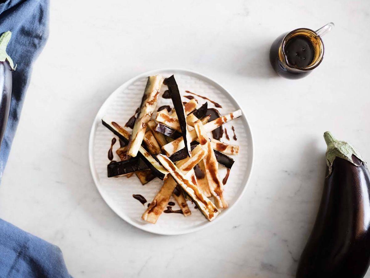 Foto: Bastones de berenjenas fritas con miel de caña. (Snaps Fotografía)