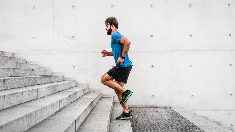 Foto: Es fundamental, pero solo con el ejercicio no adelgazarás de forma sana. (iStock)