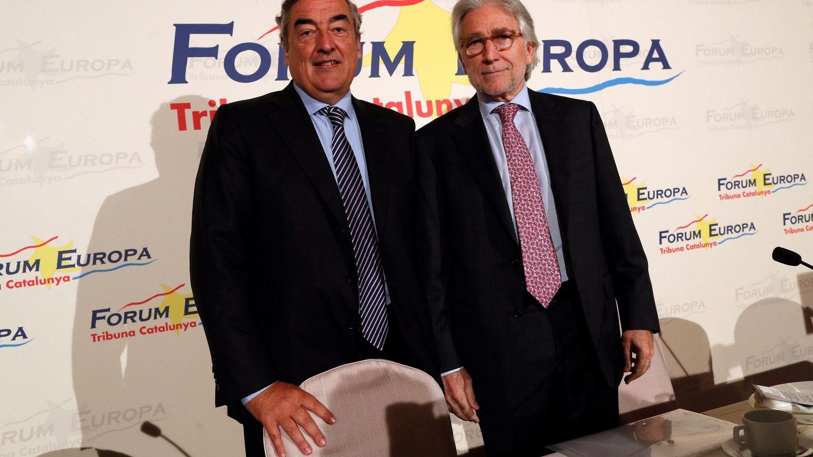 Foto: El empresario y exdiputado de UDC Josep Sánchez Llibre (d), y el presidente de la CEOE, Joan Rosell (i) a su llegada a el Fórum Europa Tribuna Cataluña. (EFE)