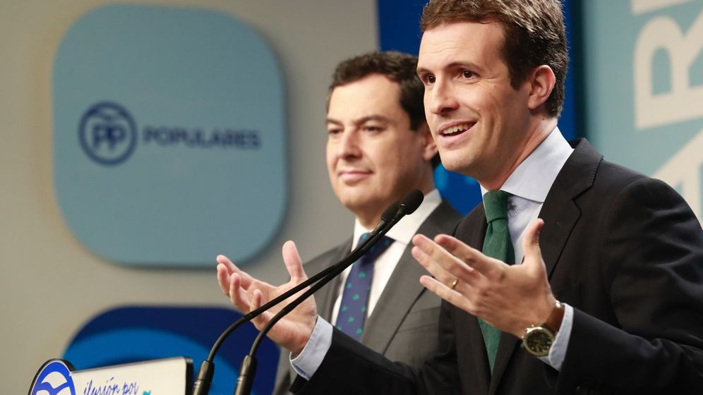 Foto: El presidente del PP, Pablo Casado (d), junto al candidato del PP a la Junta, Juanma Moreno. (EFE)