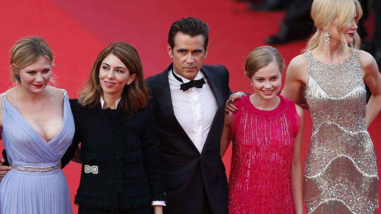La directora, junto a algunos de los intérpretes de 'La seducción' en el Festival de Cannes 2017.(EFE)