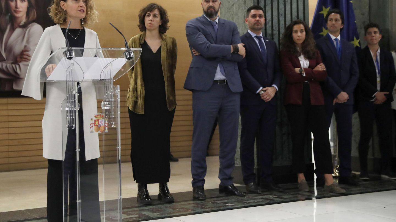 La presidenta del Congreso, Meritxell Batet, junto a la del CSD, Irene Lozano, en la presentación del primer convenio del fútbol femenino español. (EFE)