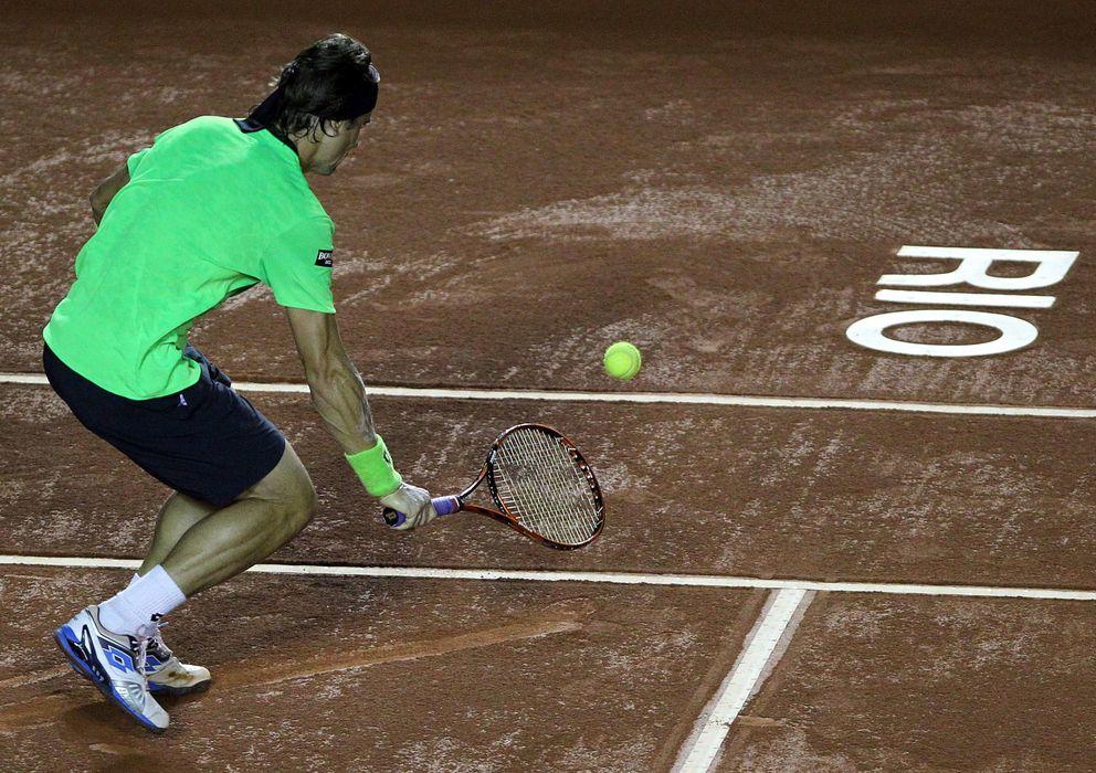 Foto: David Ferrer, devolviendo un bola ante Delbonis en Río.