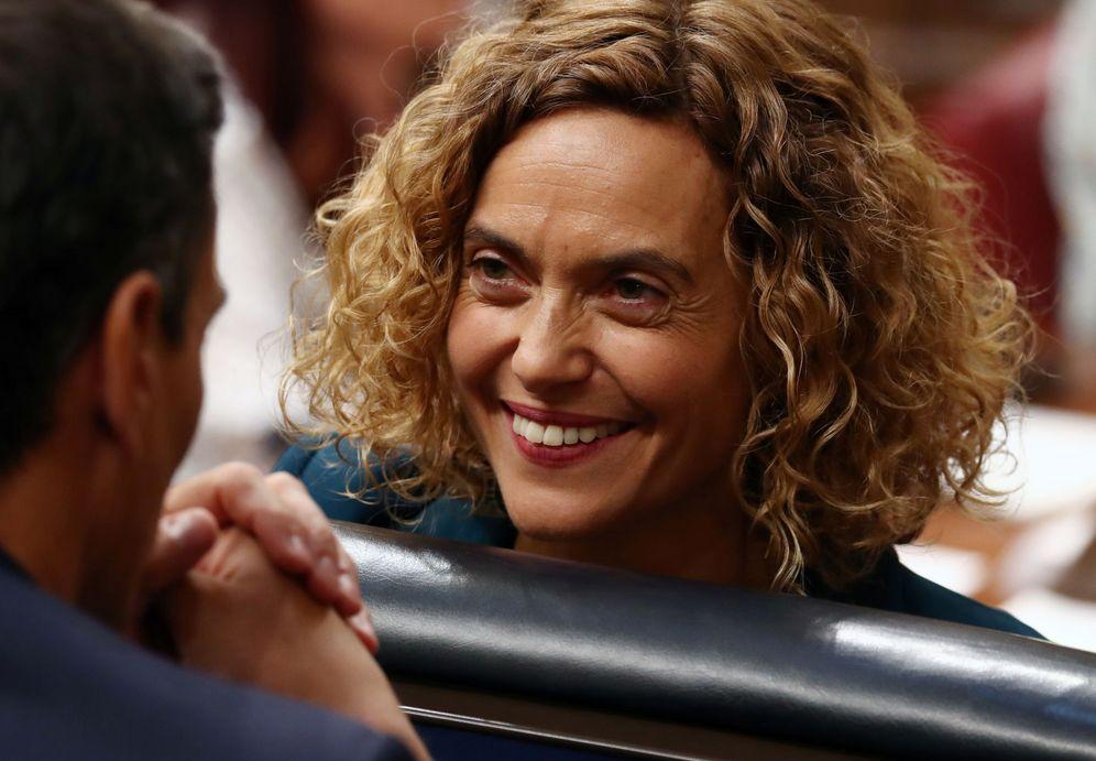 Foto: Pedro Sánchez conversa con Meritxell Batet el día de la constitución del nuevo Congreso, el pasado 21 de mayo. (Reuters)