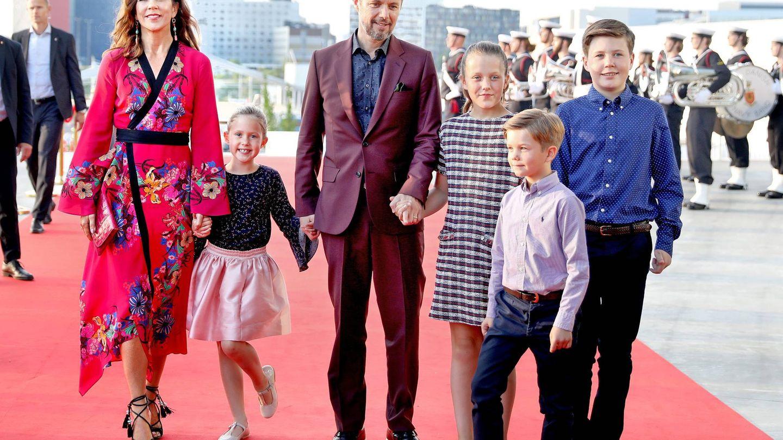 La familia llegando al concierto. (CP)