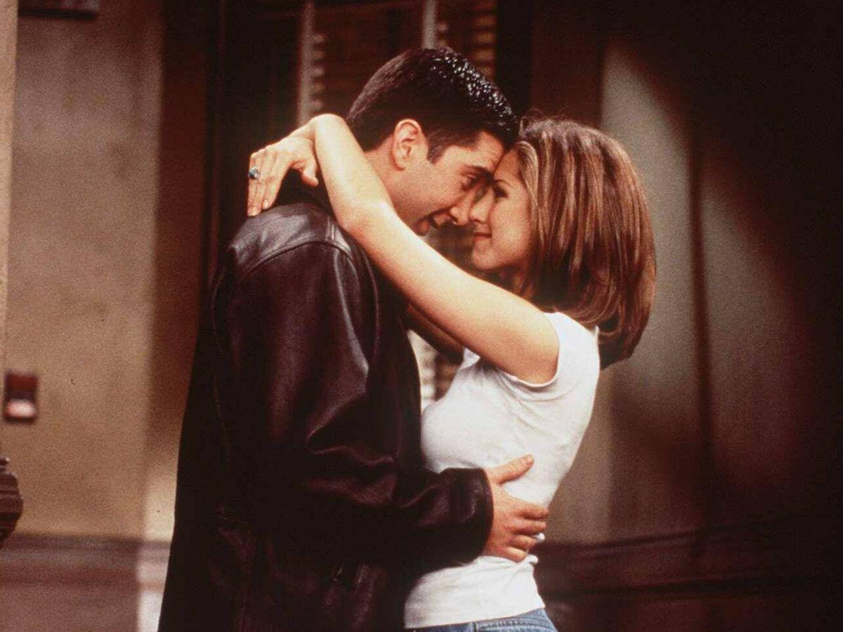 Foto: David Schwimmer y Jennifer Aniston, interpretando a Ross y Rachel en 'Friends'. (Getty)