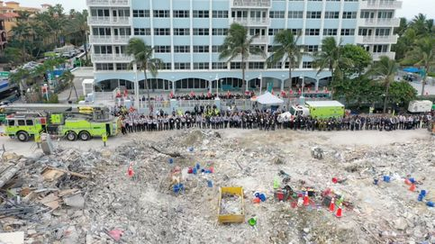 Encuentran un gato vivo entre los escombros del edificio de Miami