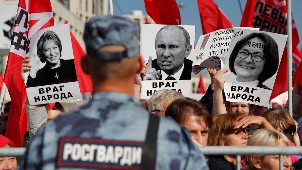 Foto: Partidos y movimientos de izquierda protestan contra la subida de las pensiones en Moscú, el 22 de septiembre de 2018. (Reuters)