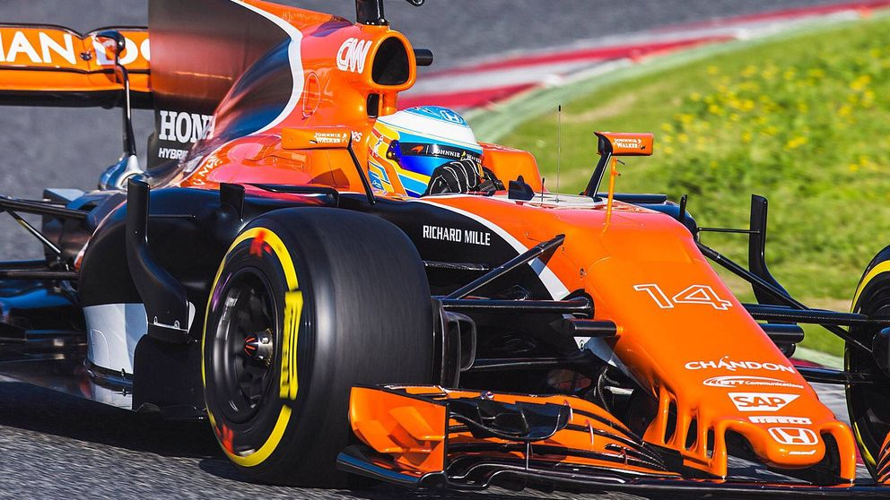 Fernando Alonso ya ha pisado a fondo su nuevo McLaren en un día estratégico