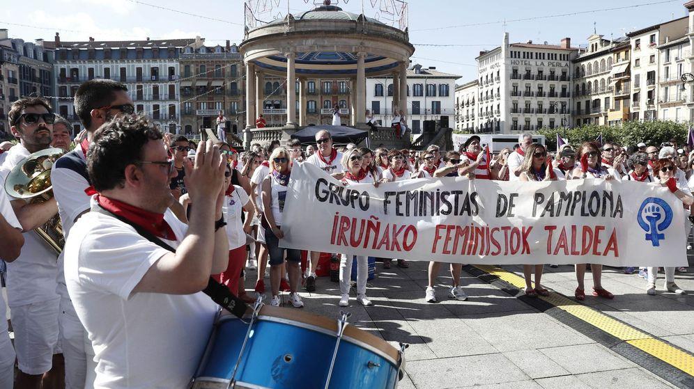 Foto: Manifestación en la Plaza del Castillo contra la agresión sexual denunciada en Pamplona. (EFE)