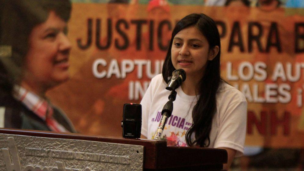 Foto: Laura Zúñiga, hija de la líder ecologista asesinada, Berta Cáceres, en un acto para exigir justicia en Honduras. (Reuters)