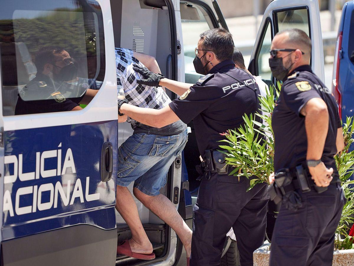 Foto: Operación antidroga en El Casar de Escalona. (EFE)