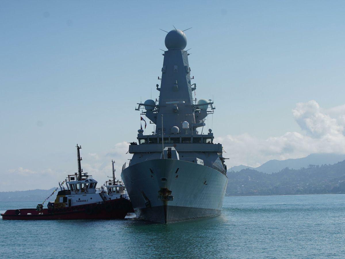 Foto: El 'HMS Defender'. (EFE)