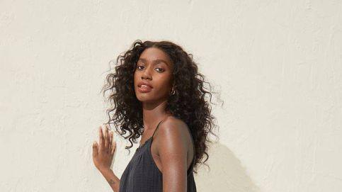 H&M, bastó un vistazo a tu vestido negro a prueba de calor para enamorarnos