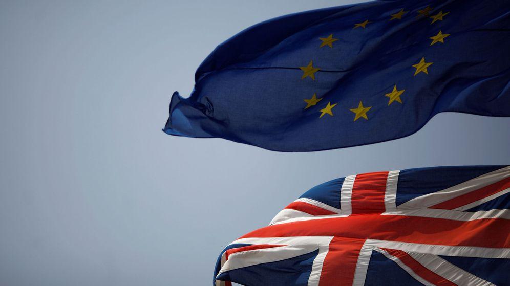 Foto: Las banderas de Reino Unido y la Unión Europea, ondeando en Gibraltar. (Reuters)