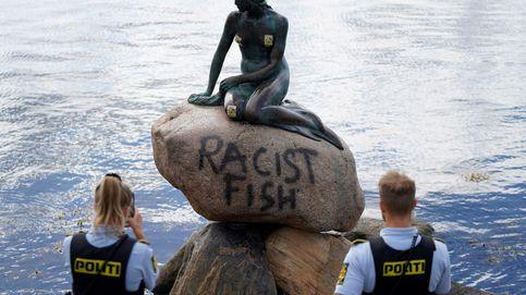 La Sirenita de Copenhague aparece pintada con la leyenda pez racista