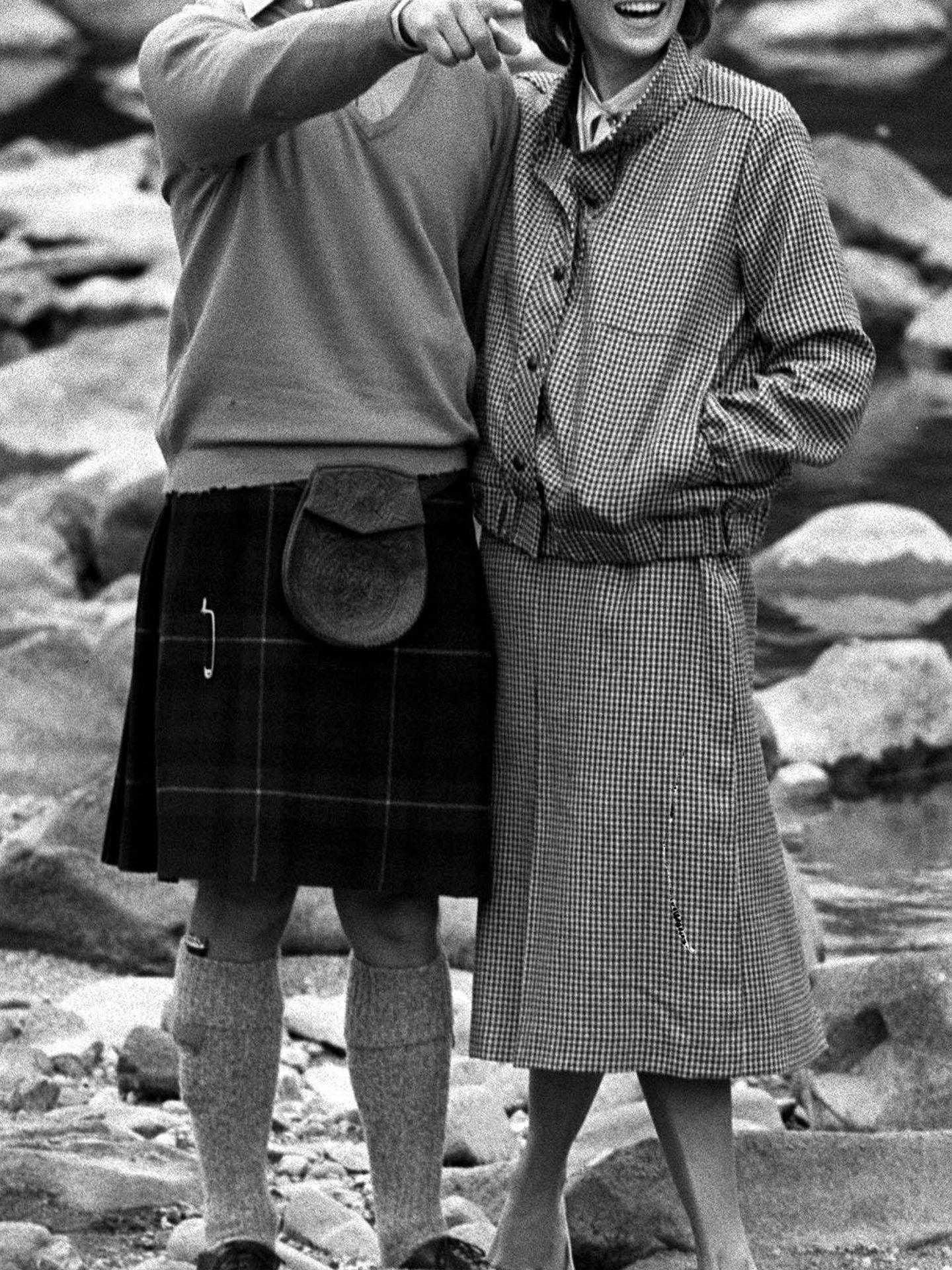 Lady Di huía de los tacones junto al príncipe Carlos. (Cordon Press)