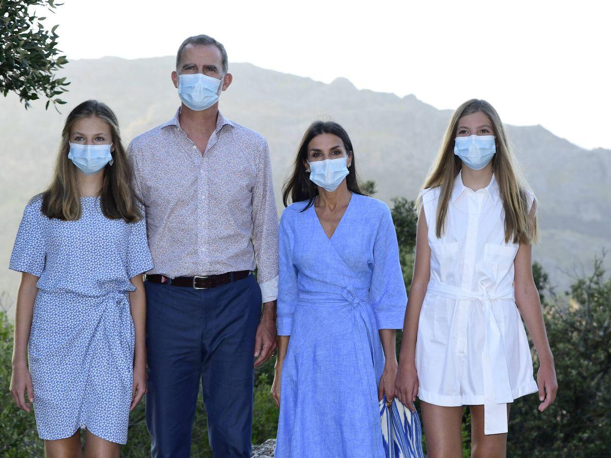 Foto: Los Reyes con sus hijas en la Sierra de Tramontona. (LP)