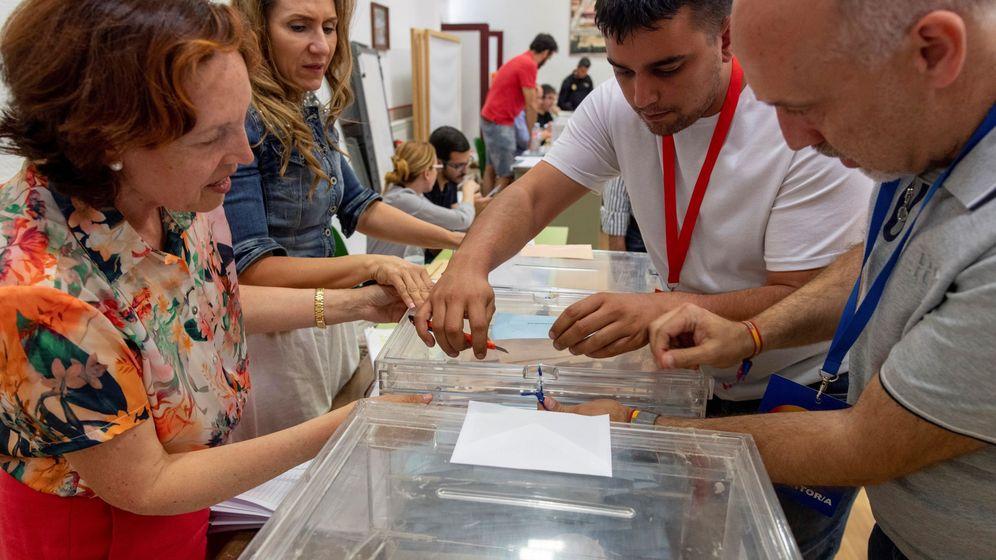 Foto: Un colegio electoral durante el 26-M. (EFE)