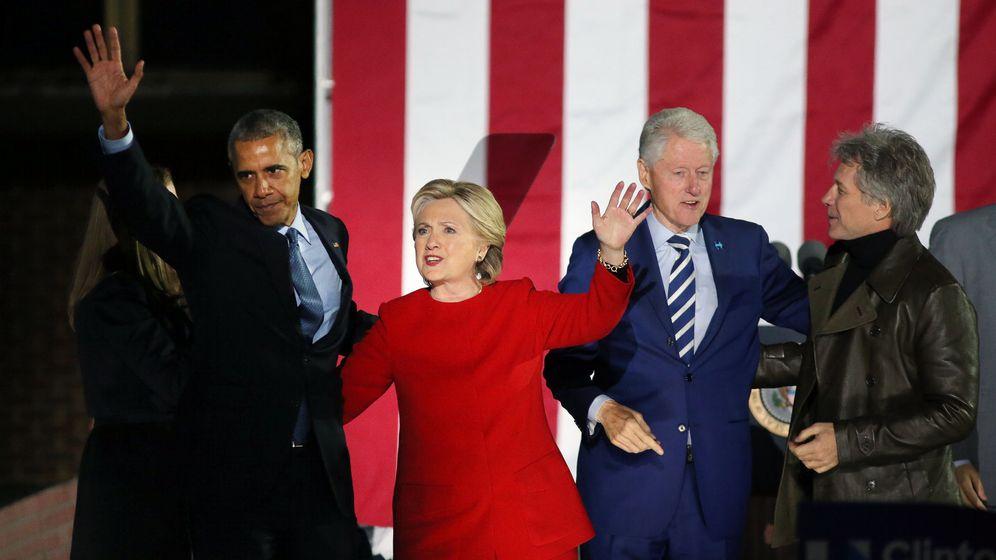 Foto: Barack Obama, junto a Hillary y Bill Clinton. (Reuters)
