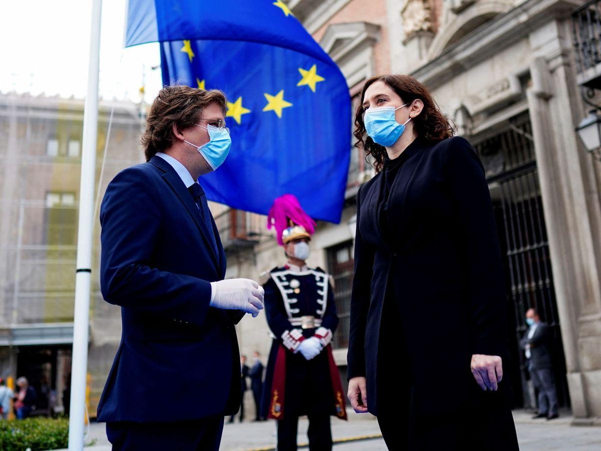 Foto: El alcalde de Madrid, José Luis Martínez-Almeida, y la presidenta de la comunidad, Isabel Díaz Ayuso. (Reuters)