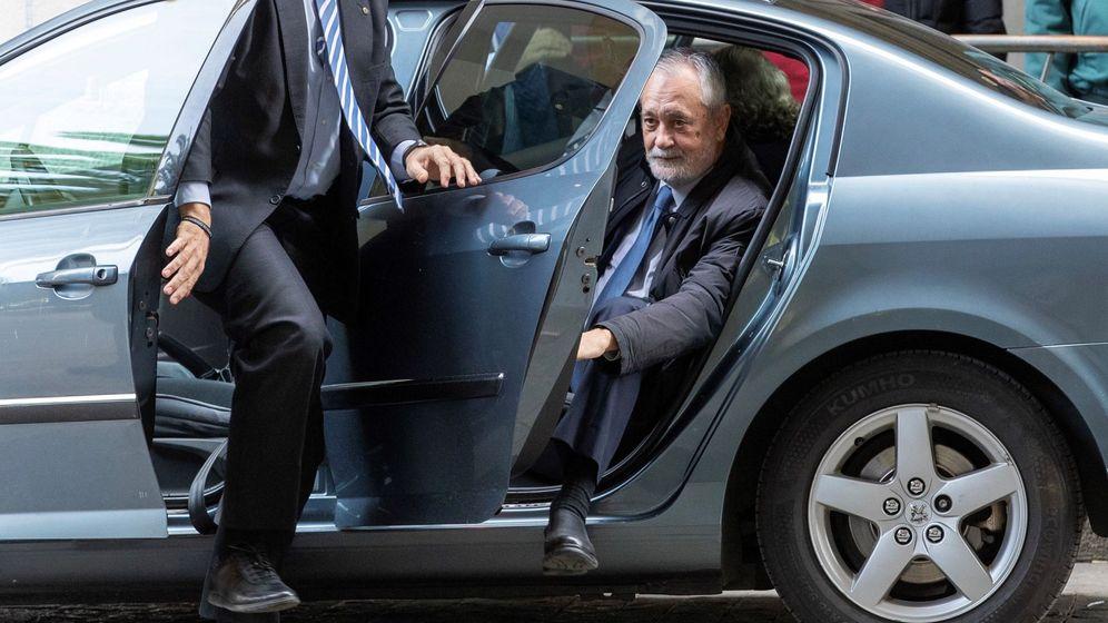 Foto: Griñán, a su llegada este martes a la Audiencia de Sevilla. (EFE)