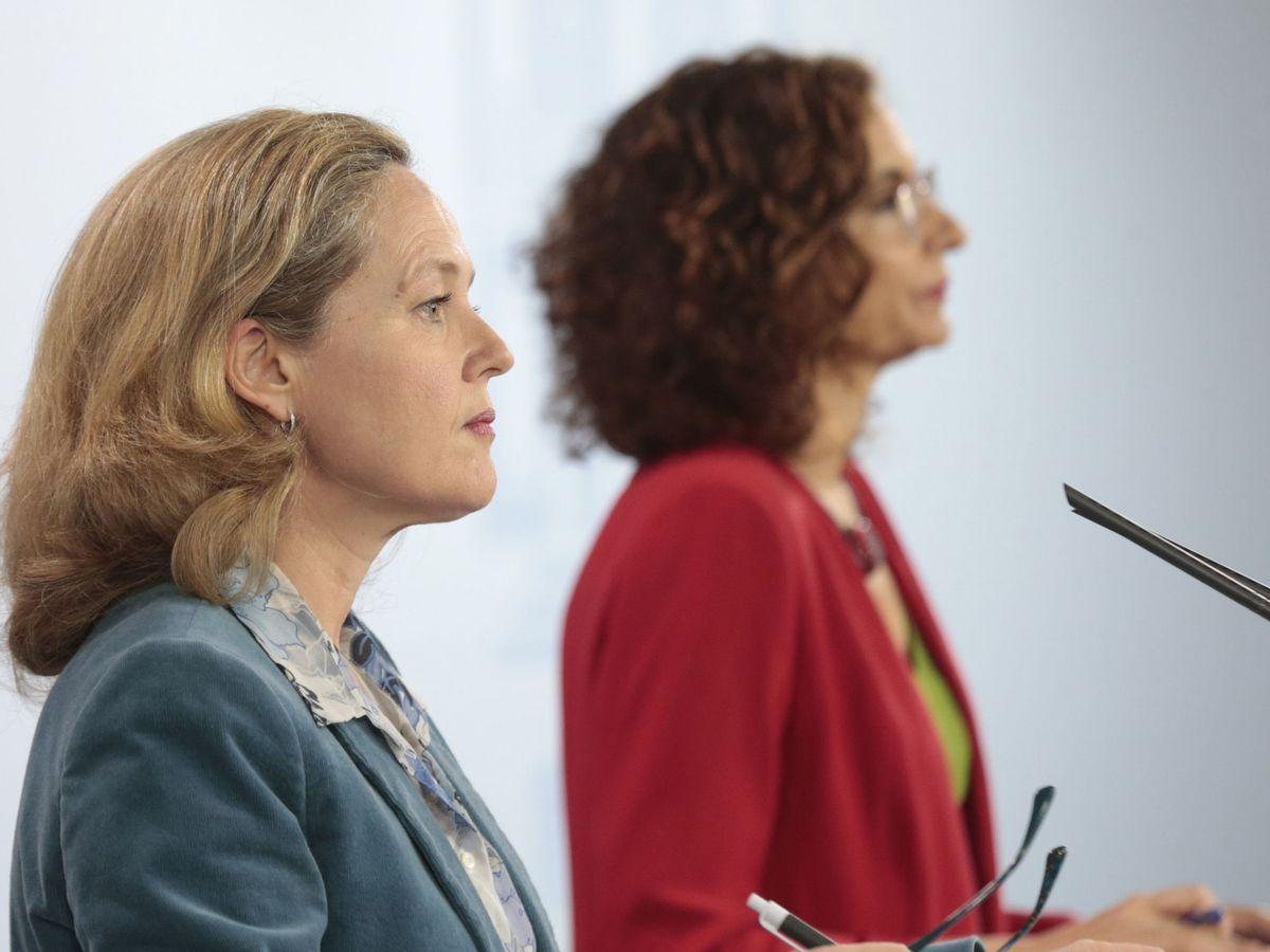 Foto: Las ministras de Economía, Nadia Calviño, y de Hacienda, María Jesús Montero, durante una rueda de prensa. (EFE)