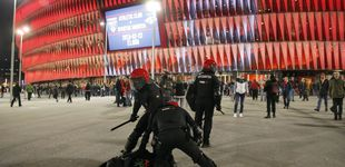 Post de Un agente muerto, puñaladas por la espalda, fracturas nasales... Jueves negro en Bilbao