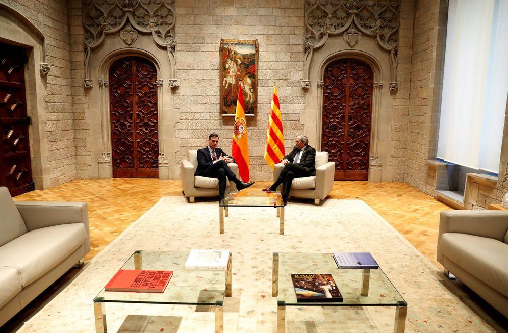Foto: Pedro Sánchez y Quim Torra, durante su reunión este 6 de febrero en el Palau de la Generalitat. (EFE)