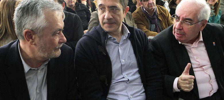 Foto: El senador y expresidente asturiano,  Vicente Álvarez Areces (dcha.), junto a José Antonio Griñán y Patxi López. (EFE)