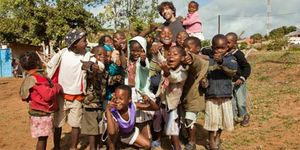 Donativos que hacen los niños de Mozambique a los españoles estresados