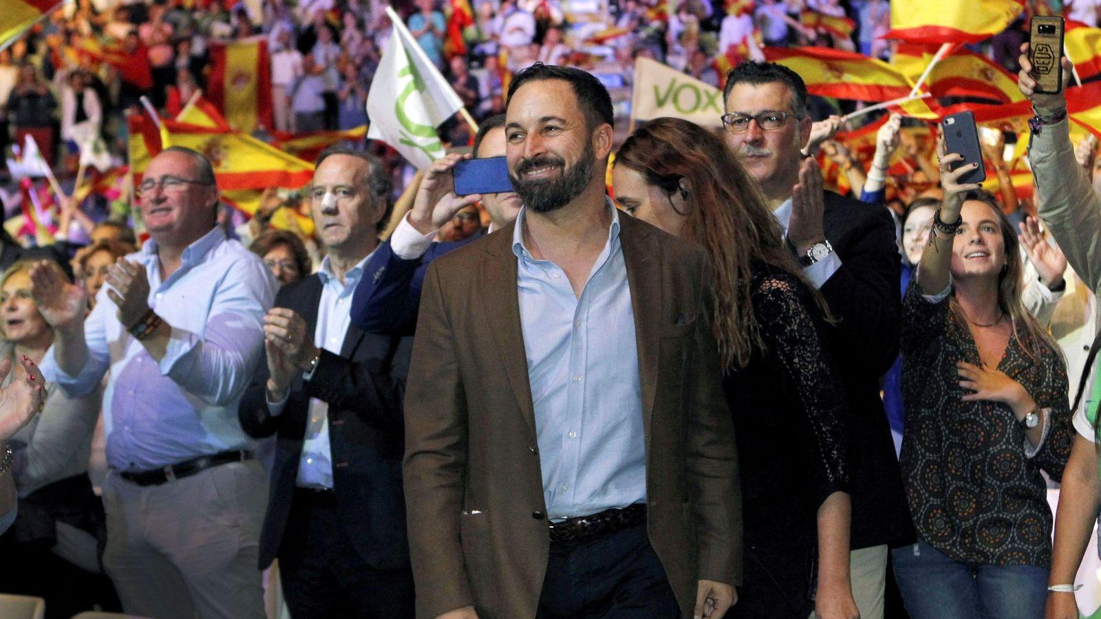 Foto: El presidente de Vox, Santiago Abascal, durante el acto de la formación en Vistalegre. (EFE)