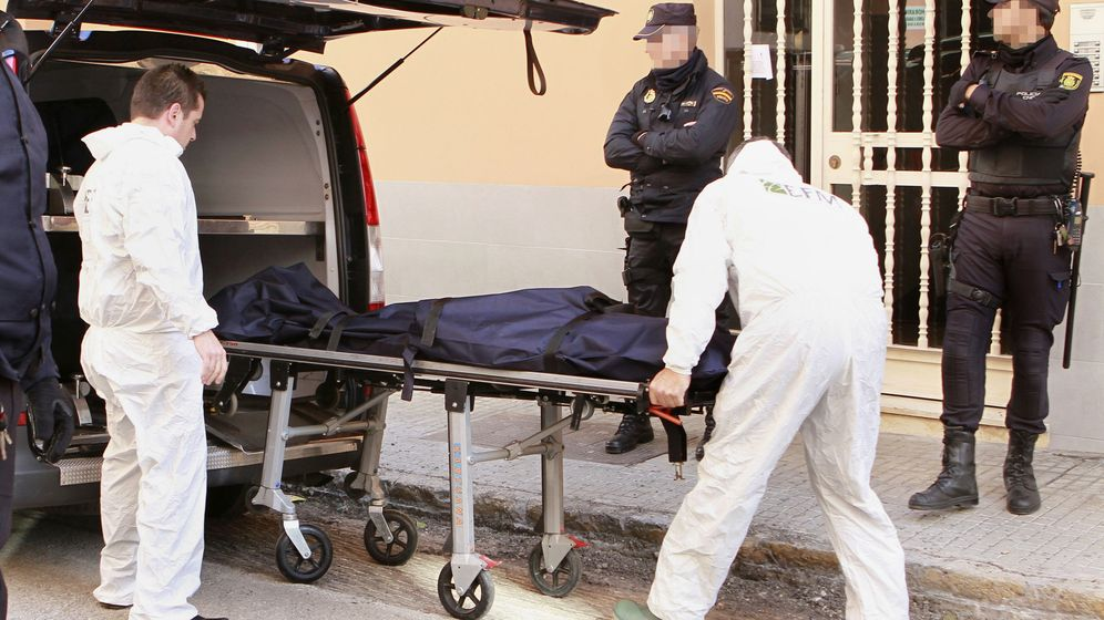 Foto: Una mujer muere asesinada a manos de su pareja en Palma, en el pasado mes de octubre. (EFE)