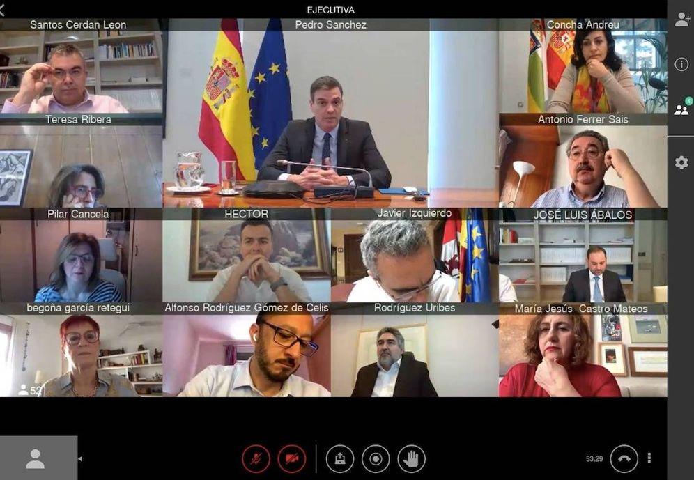 Foto: Pedro Sánchez, dirigiéndose a los miembros de la ejecutiva del PSOE, durante su reunión de este 11 de mayo. (Twitter)
