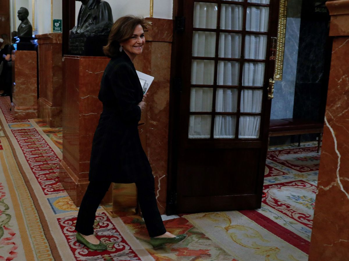 Foto: Carmen Calvo, vicepresidenta primera del Gobierno, este 6 de mayo llegando al pleno del Congreso. (EFE)