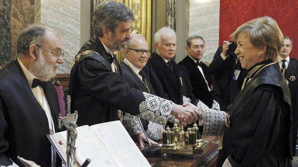 Foto: La juez Ana Ferrer saluda a Carlos Lesmes. (EFE)