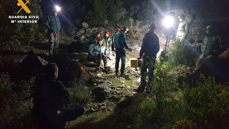 Rescatan el cuerpo del espeleólogo muerto tras caer 40 metros en una cueva de Albacete
