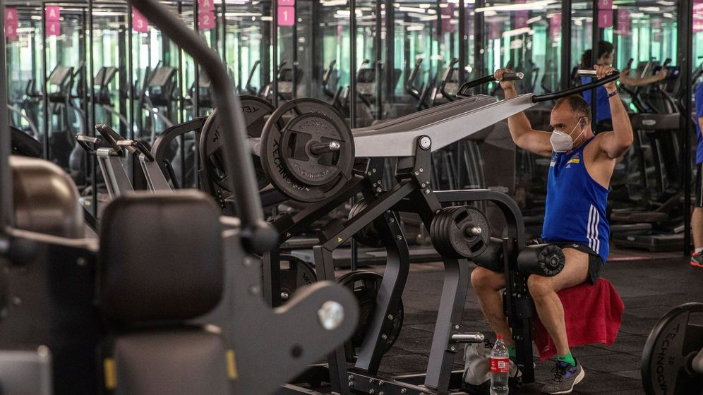 Foto: Un usuario entrenando en el gimnasio. Foto: EFE Rodrigo Jiménez