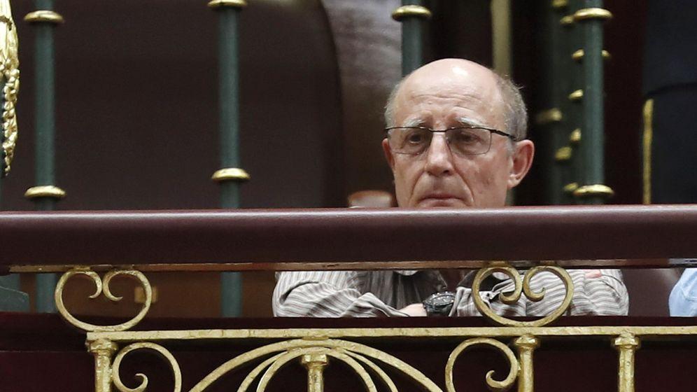 Foto: Ángel Hernández, que ayudó a morir a su pareja, enferma terminal, en abril de 2019, durante el pleno celebrado en el Congreso. (EFE)