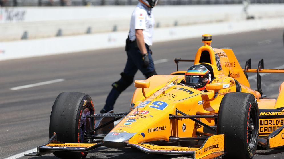 Foto: Fernando Alonso en la última sesión de entrenamientos de las 500 Millas. (EFE)