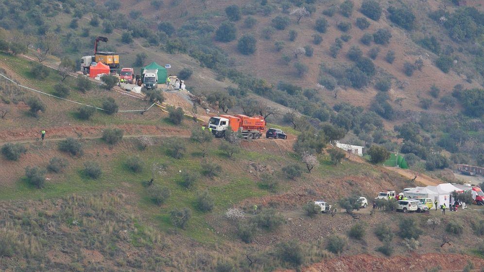 Foto: Equipo de rescate en Totalán. (EFE)