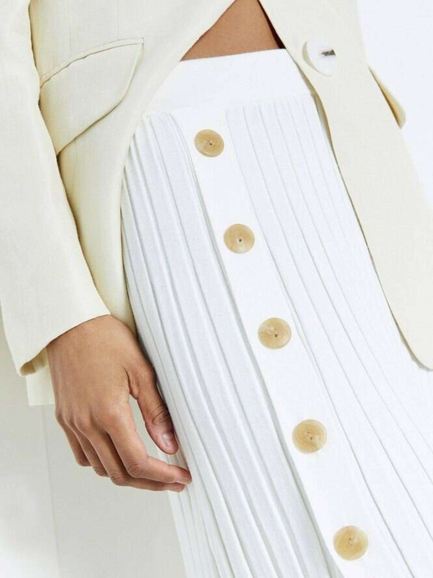 Falda plisada de Sfera. (Cortesía)