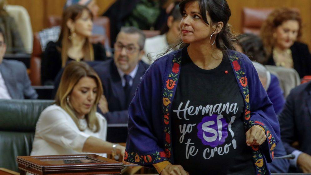 Foto: Teresa Rodríguez, en el Parlamento de Andalucía. (EFE)