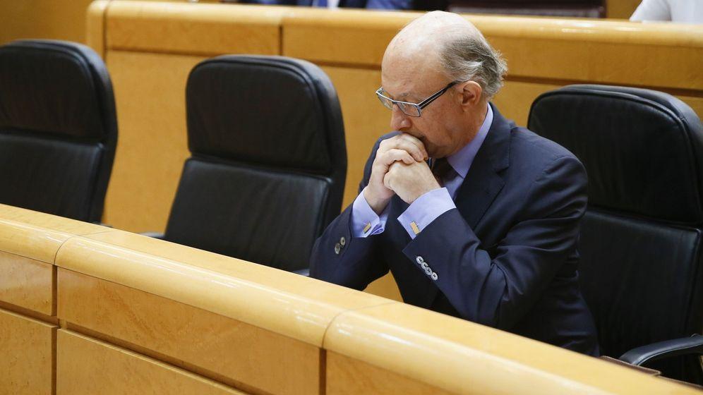 Foto: El ministro de Hacienda, Cristóbal Montoro, en el Senado. (EFE)