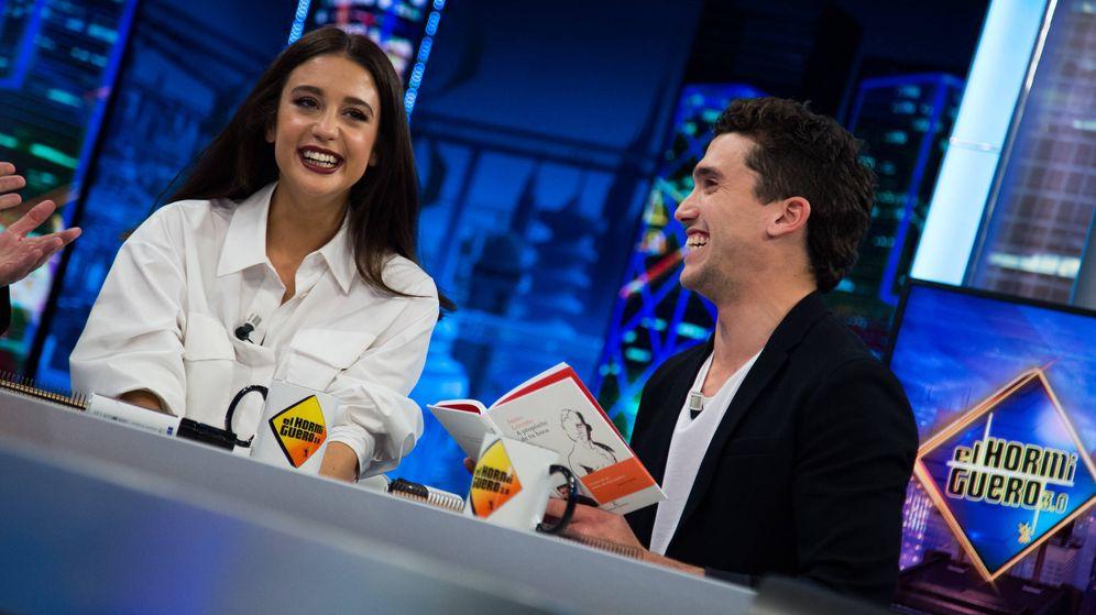 Foto: Jaime Lorente y María Pedraza, en 'El Hormiguero'. (Antena 3)