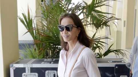 Isabel Preysler comienza sus vacaciones con los abucheos a Enrique Iglesias