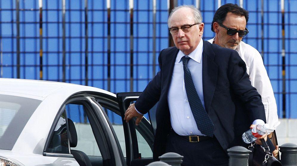 Foto: Rodrigo Rato a la entrada del juicio de las black. (EFE)