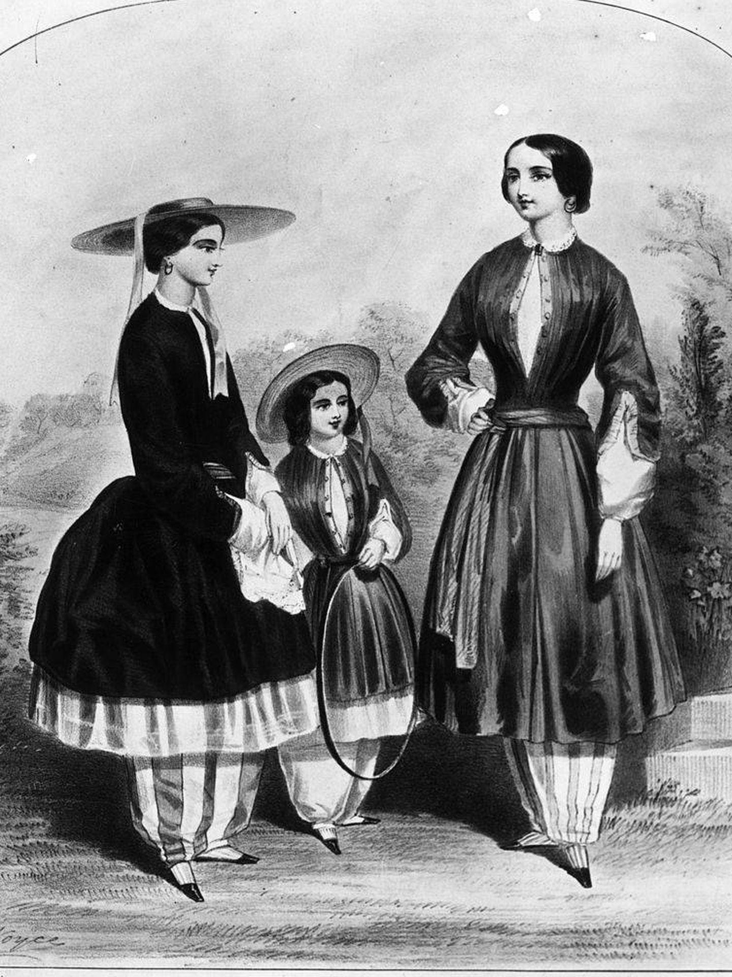 Mujeres vistiendo los conocidos como bloomers a finales del siglo XIX. (Getty)