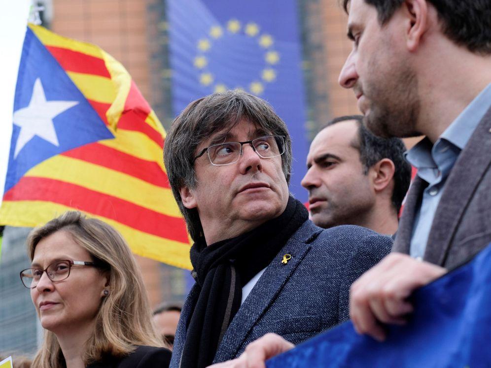 Foto: El expresidente Carles Puigdemont en una manifestación contra la sentencia del 'procés' en Bruselas. (Reuters)